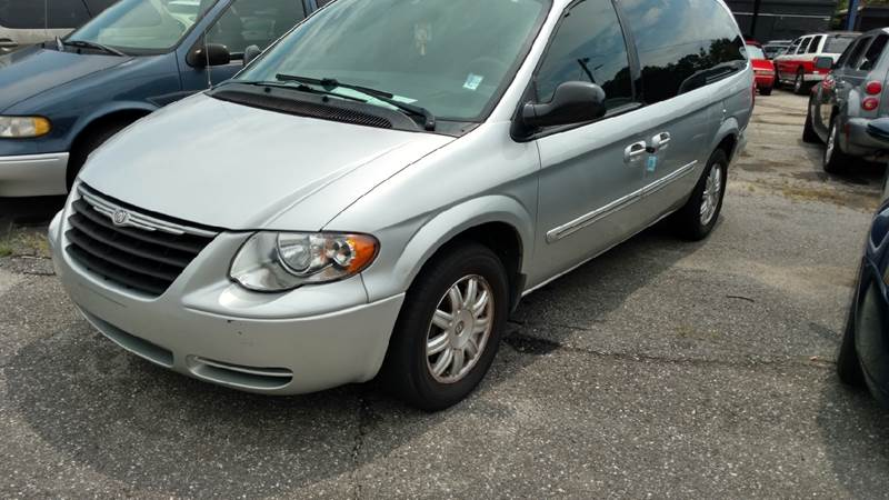2005 Chrysler Town and Country Touring 4dr Extended Mini-Van - Gastonia NC