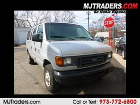 2005 Ford E-Series Wagon for sale in Garfield, NJ