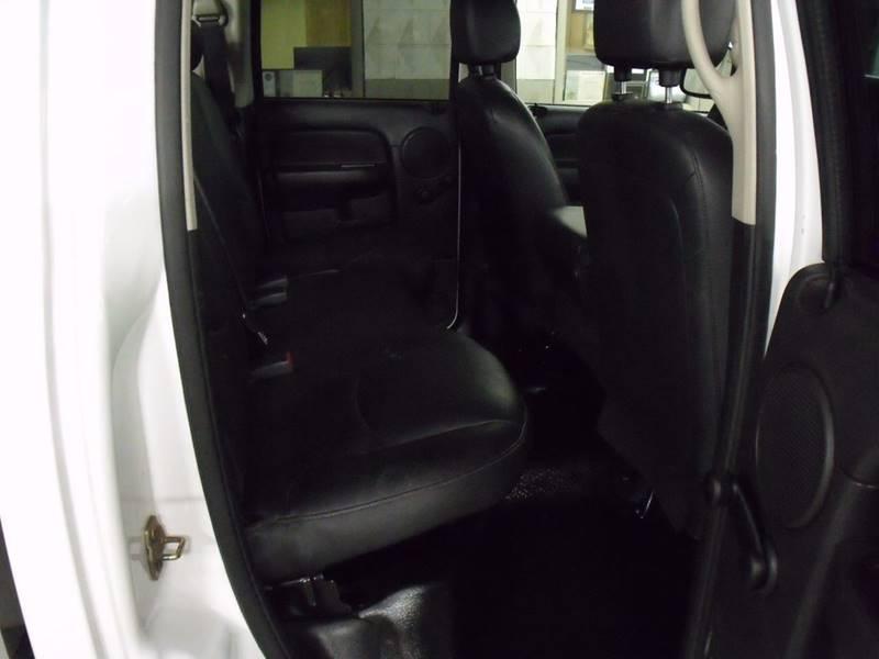 2005 Dodge Ram Pickup 2500 4dr Quad Cab ST 4WD SB - Bellevue OH