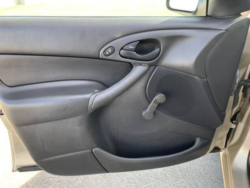 2000 Ford Focus LX 4dr Sedan - Santa Clara CA