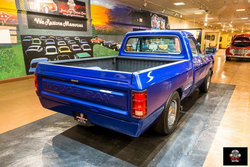 1987 Dodge RAM 150 32