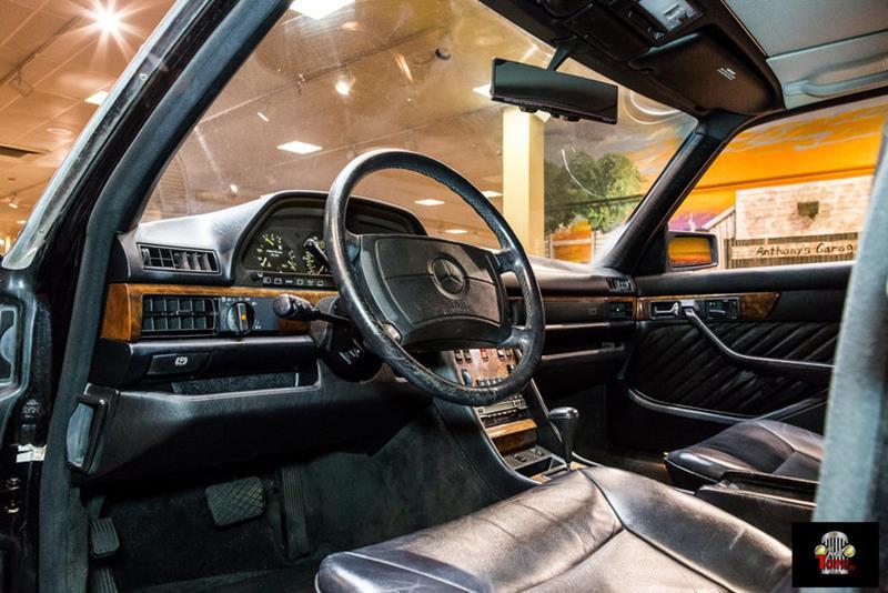 1990 Mercedes-Benz 560-Class 38