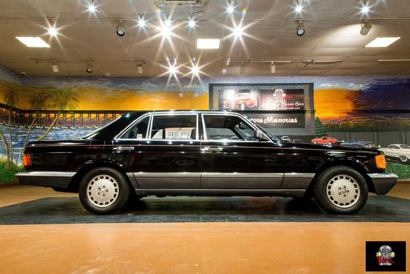 1990 Mercedes-Benz 560-Class Sedan