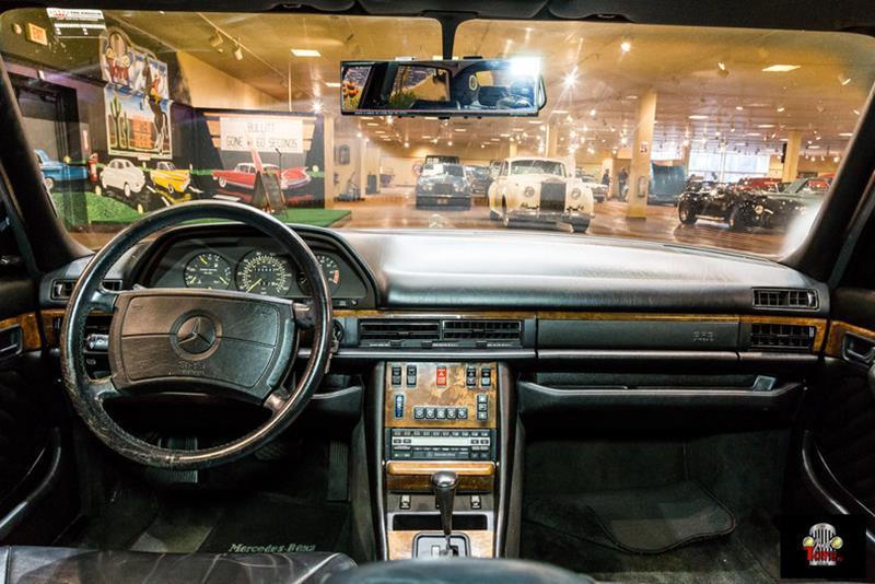 1990 Mercedes-Benz 560-Class 52