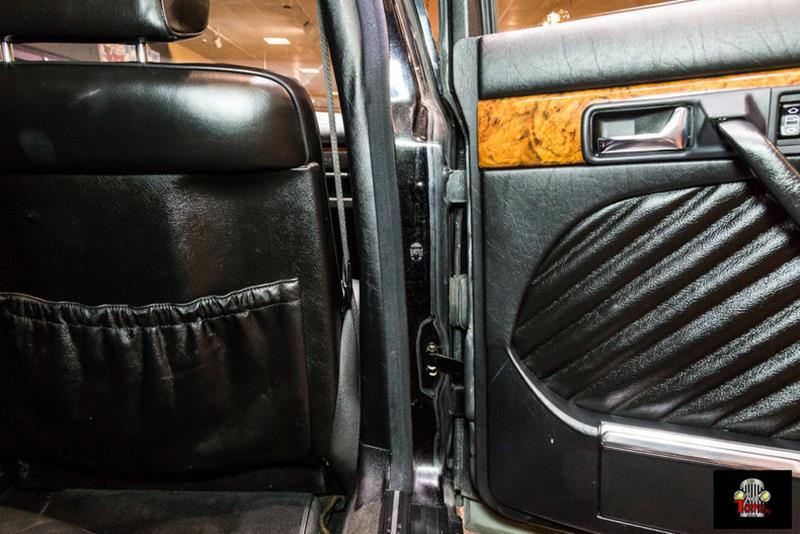 1990 Mercedes-Benz 560-Class 59
