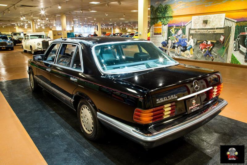 1990 Mercedes-Benz 560-Class 27