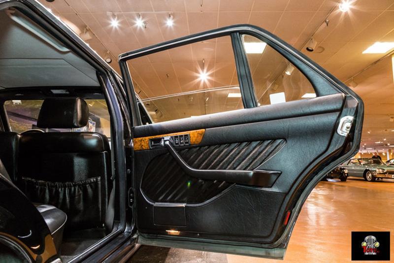 1990 Mercedes-Benz 560-Class 53