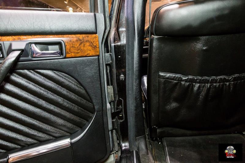 1990 Mercedes-Benz 560-Class 48