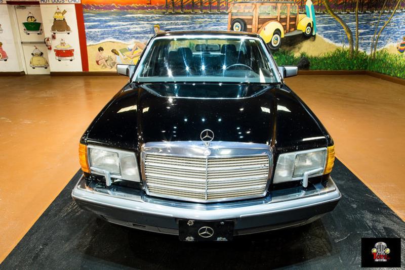 1990 Mercedes-Benz 560-Class 25