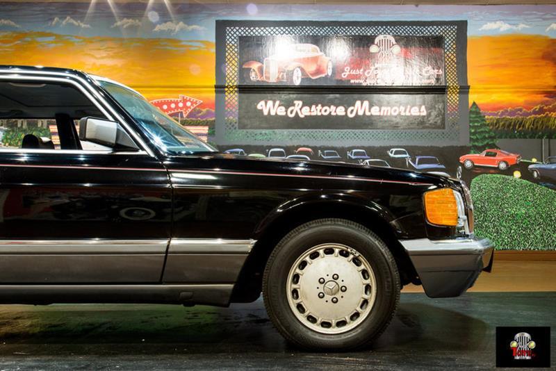 1990 Mercedes-Benz 560-Class 2