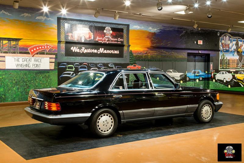 1990 Mercedes-Benz 560-Class 20