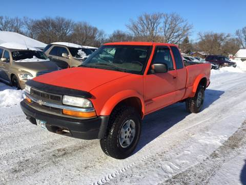 2000 Chevrolet S-10 for sale in Marshall, MN