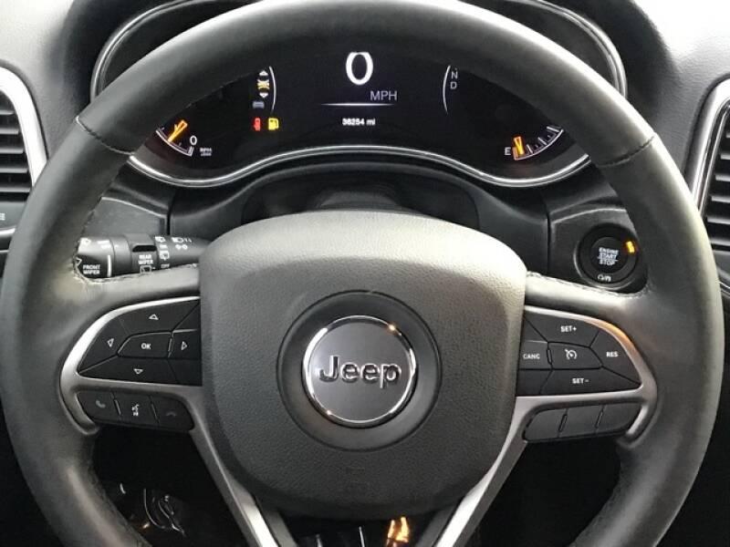 2018 Jeep Grand Cherokee Laredo (image 10)