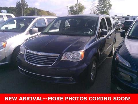 2015 Chrysler Town and Country for sale in Cuyahoga Falls, OH