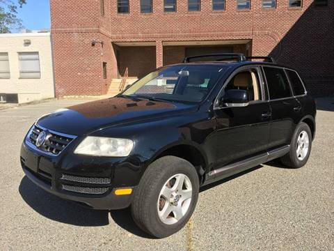 2004 Volkswagen Touareg for sale at Auto Wholesalers Of Rockville in Rockville MD