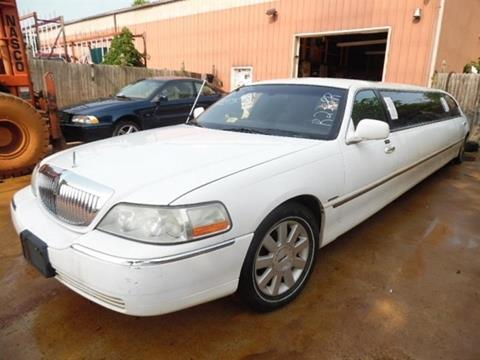 2003 Lincoln Town Car for sale at East Coast Auto Source Inc. in Bedford VA