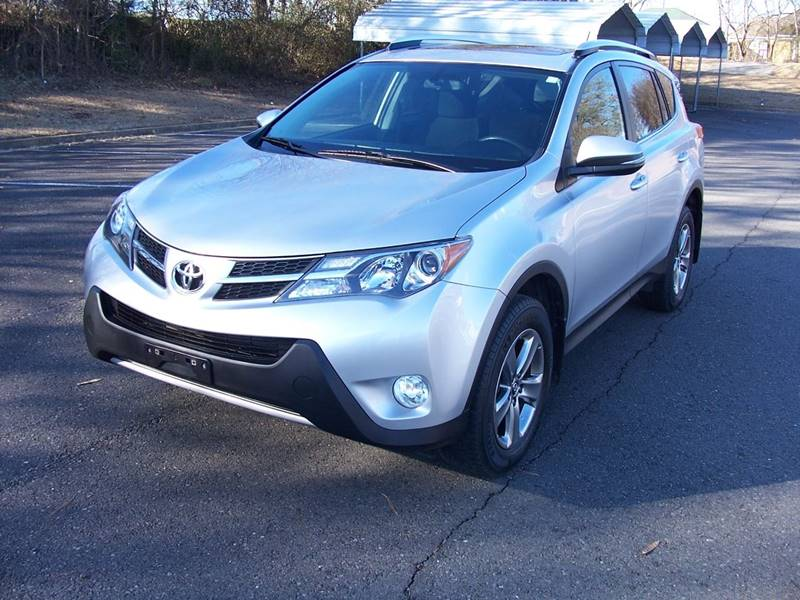 serving detail at used xle toyota madison certified east fwd