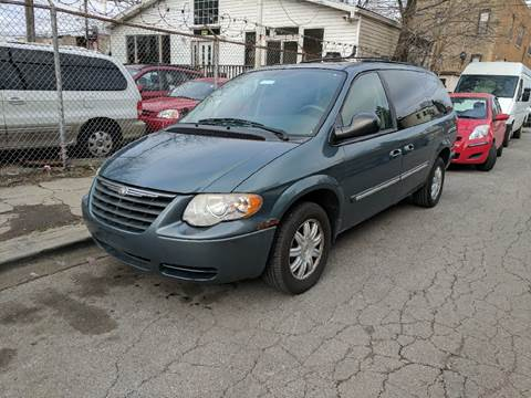 2005 Chrysler Town and Country for sale at Chicago Cash Cars in Chicago IL