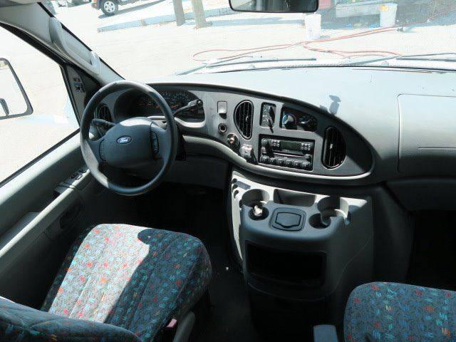 2005 Ford E-450 for sale at CROSSROADS AUTO SALES INC. in Alabaster AL