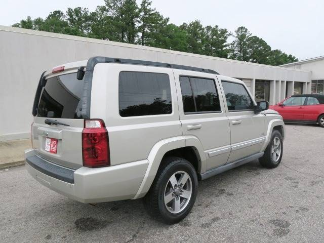 2006 Jeep Commander for sale at CROSSROADS AUTO SALES INC. in Alabaster AL