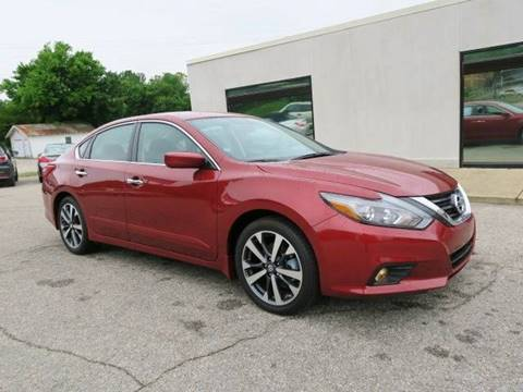 2016 Nissan Altima for sale at CROSSROADS AUTO SALES INC. in Alabaster AL
