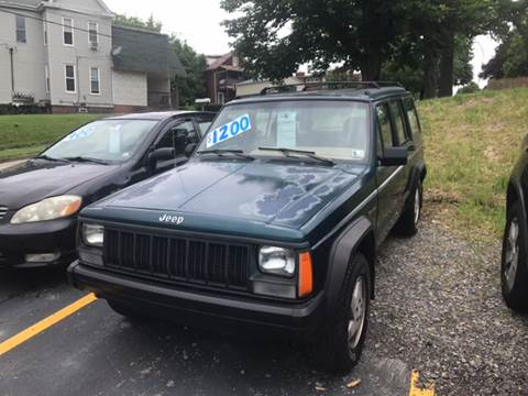 1996 Jeep Cherokee for sale at Auto Credit Connection LLC in Uniontown PA