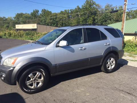 2005 Kia Sorento for sale at Auto Credit Connection LLC in Uniontown PA