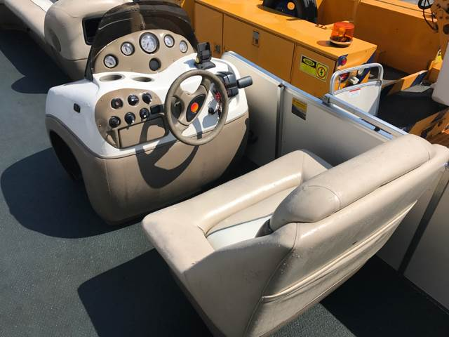 2000 Suntracker PH30 for sale at CERTIFIED AUTO SALES in Le Roy NY