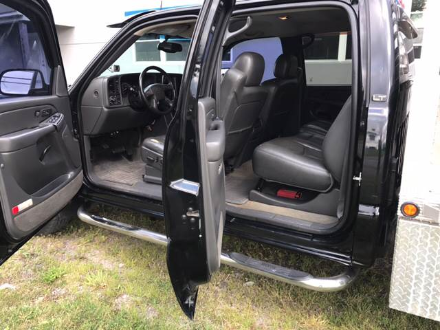 2004 Chevrolet Silverado 2500HD for sale at CERTIFIED AUTO SALES in Le Roy NY