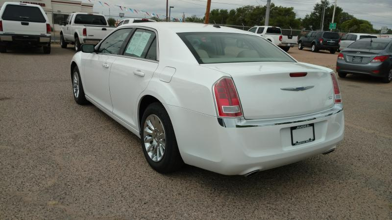 2013 Chrysler 300 for sale at AUGE'S SALES AND SERVICE in Belen NM