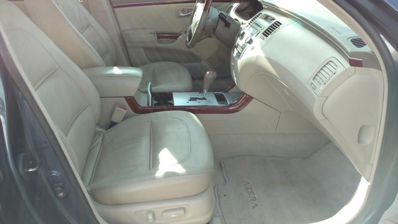 2006 Hyundai Azera for sale at AUGE'S SALES AND SERVICE in Belen NM