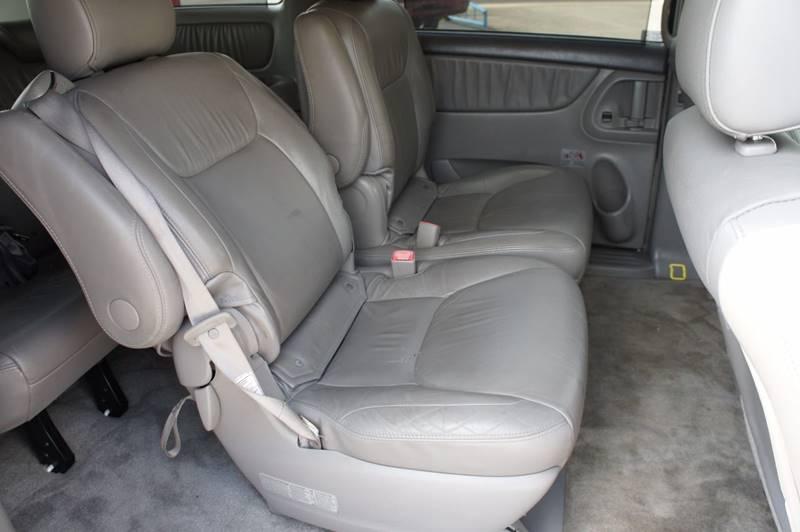 2007 Toyota Sienna for sale at Santos Motors in Lewisville TX