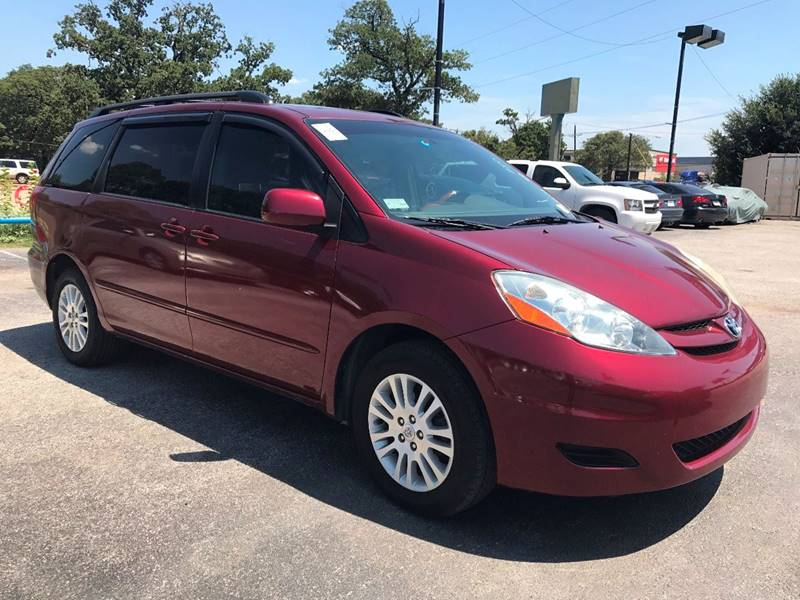 2008 Toyota Sienna for sale at Santos Motors in Lewisville TX