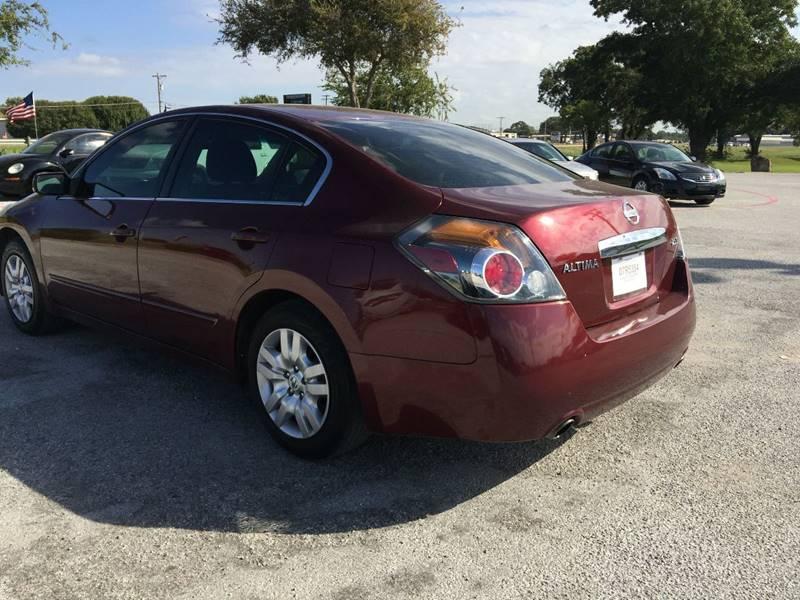 2011 Nissan Altima for sale at Santos Motors in Lewisville TX