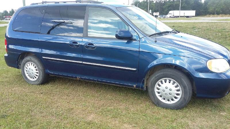2005 Kia Sedona for sale at Expressway Auto Auction in Howard City MI