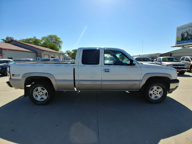 2005 Chevrolet Silverado 1500 for sale at Johnson's Auto Sales Inc. in Decatur IN