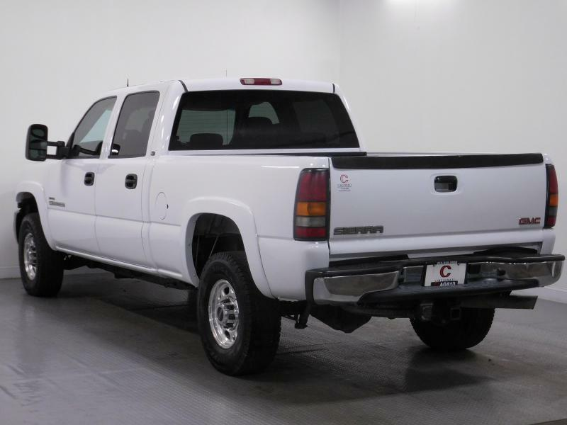 2004 GMC Sierra 2500HD for sale at Cincinnati Automotive Group in Middletown OH