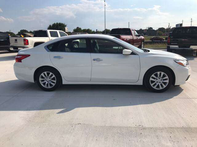 2016 Nissan Altima for sale at Premier Motor Company in Bryan TX