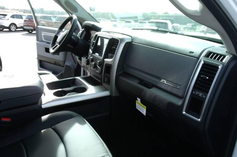 2017 RAM Ram Pickup 1500 4x4 SLT 4dr Crew Cab 5.5 ft. SB Pickup - Carmi IL