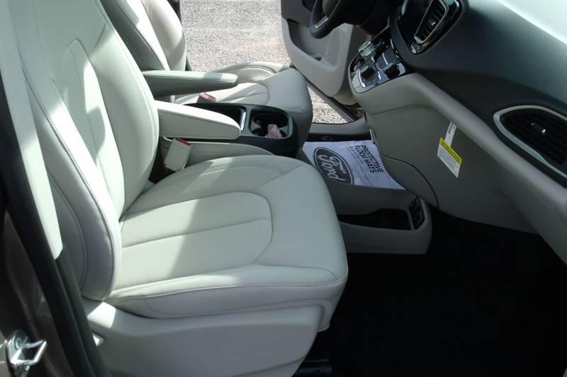 2017 Chrysler Pacifica Touring-L 4dr Mini-Van - Carmi IL
