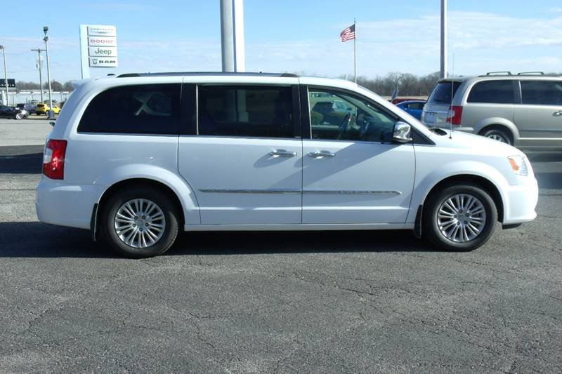 2014 Chrysler Town and Country Limited 4dr Mini-Van - Carmi IL