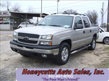 2004 Chevrolet Avalanche for sale at Honeycutt's Auto Sales, Inc. in Coats NC