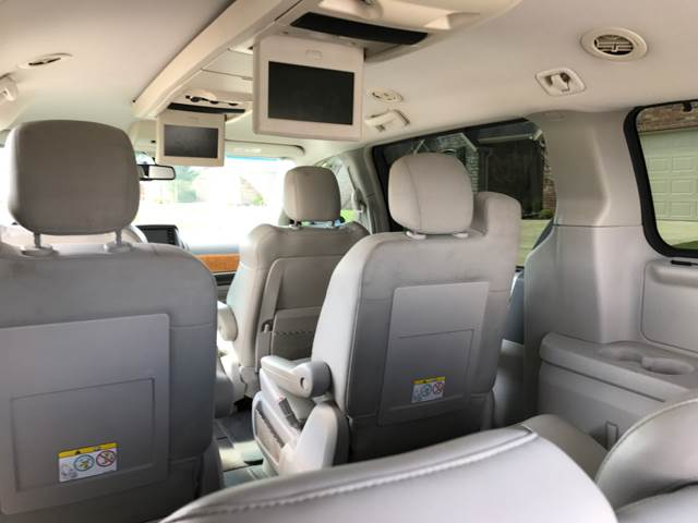 2008 Chrysler Town and Country for sale at Champion Motorcars in Springdale AR