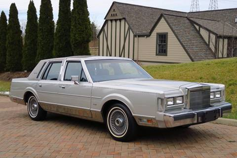 1988 Lincoln Town Car for sale at Car Connection in Willoughby OH
