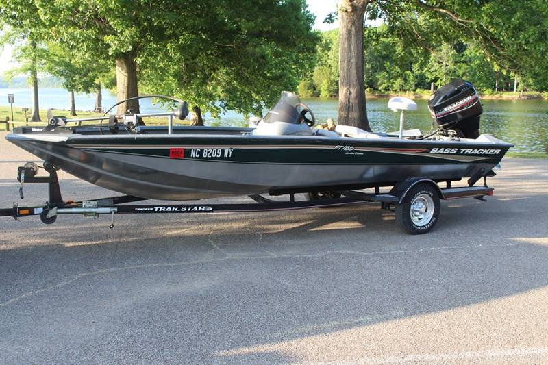 2004 tracker bass tracker pt 18 5 special edition nice for Bass tracker fishing boats
