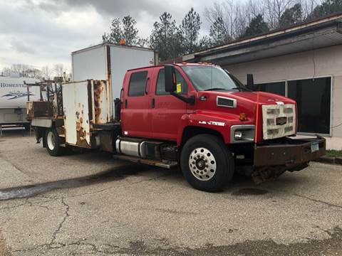 2004 Chevrolet C7500 for sale at Monroe Auto's, LLC in Parsons TN
