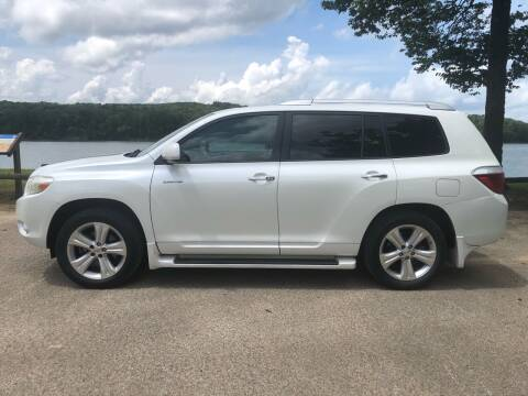 2008 Toyota Highlander for sale at Monroe Auto's, LLC in Parsons TN