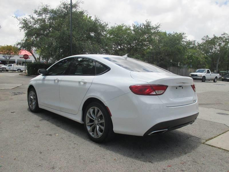 2015 Chrysler 200 S 4dr Sedan - Miami FL