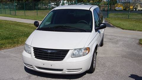 2006 Chrysler Town and Country for sale in Pompano Beach, FL