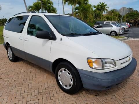1999 Toyota Sienna for sale in Miami, FL